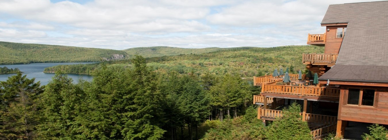 QC, Sacacomie Lodge balconies,